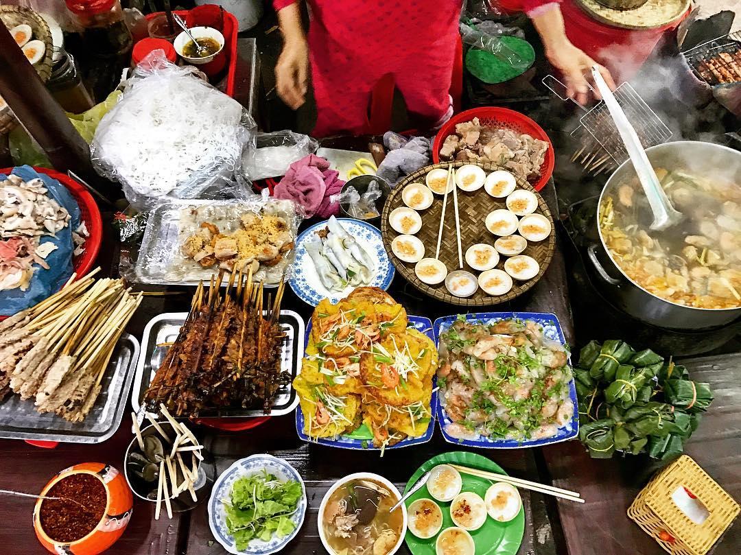 STREET FOODS IN HUE