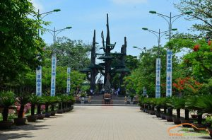 Car rental from Da Nang to La Vang
